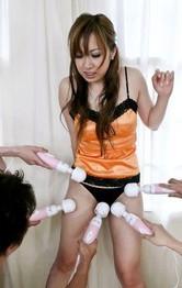 浅岡沙希の妹、ユリナちゃんがセクシーランジェリーで登場。5本の電マで責め上げられ半失神。連続顔射から中出し!