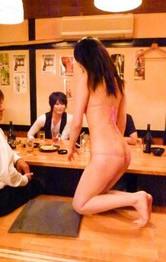 マイクロビキニで接客するセクシー居酒屋に突撃レポート!女将さんの北川みなみさんをマン繰り責め。バイブ責めでイキまくる!