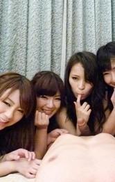 大人気爆乳女優6人が、火照る体をくんずほぐれつ舐め合いレズプレイ。男優が放り込まれ、手コキ&パイずり責めから、強制射精三昧!