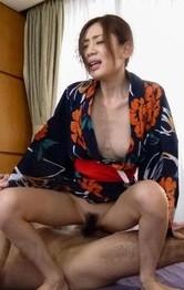 浴衣姿のスレンダー美女前田かおりが、おっぱい&おマンコチェック!3P串刺し姦でヤラレ放題で、連続中出し&逆流プレイ!